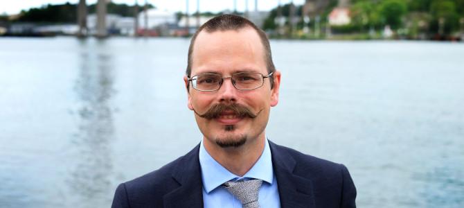 Max Andersson framför vatten